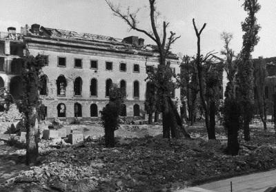 Geschichte / Deutschland / 20. Jh. / Nachkriegszeit: Berlin 1945-49 / Kriegszerstörungen / Ruinen / Gebäude / Kultur und Bildung / Universitäten